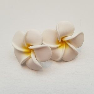 Jewelry - 💌 2/$20 Plumeria Flower Earrings
